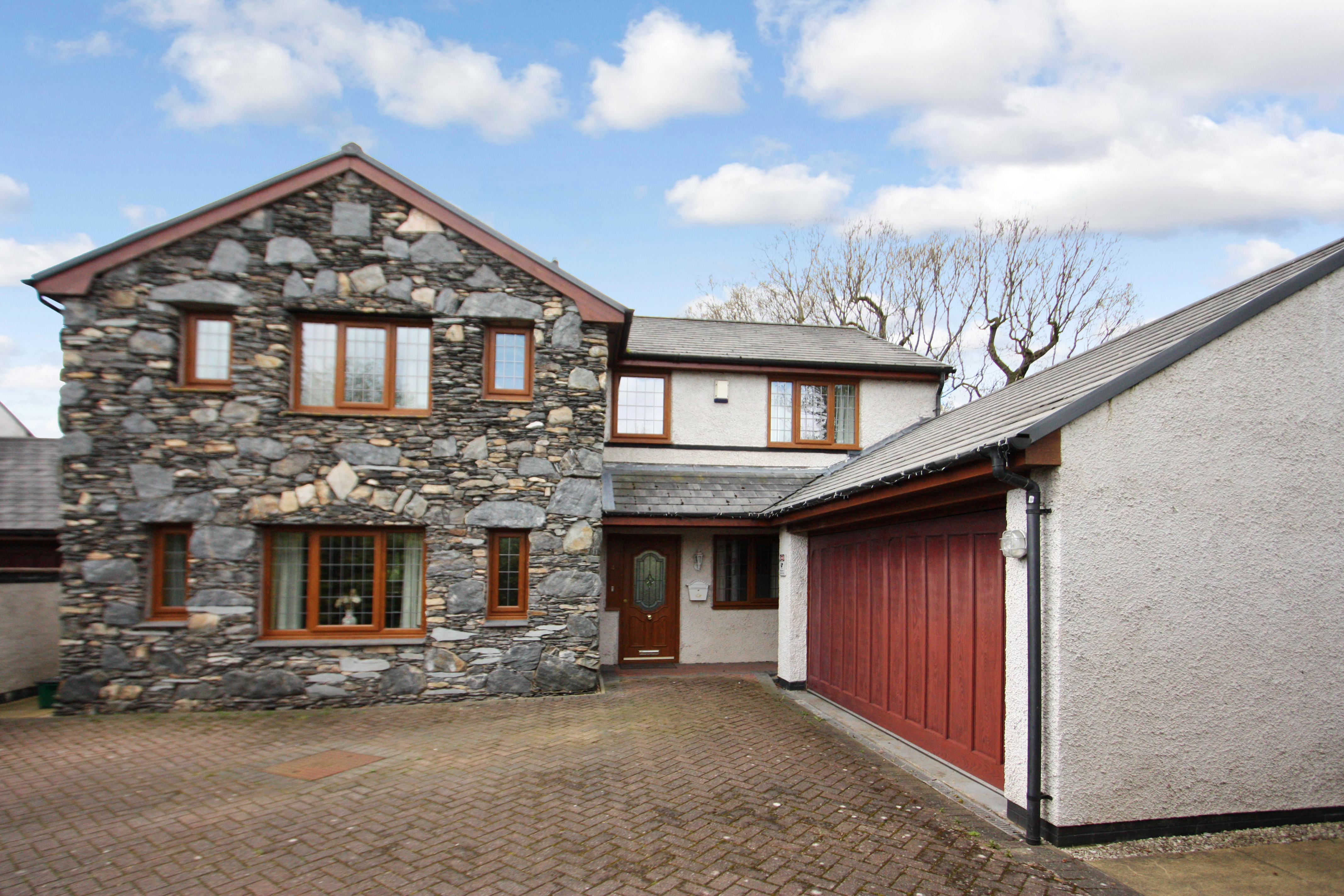 4 BEDROOM PROPERTY IN CUMBRIA CLOSE